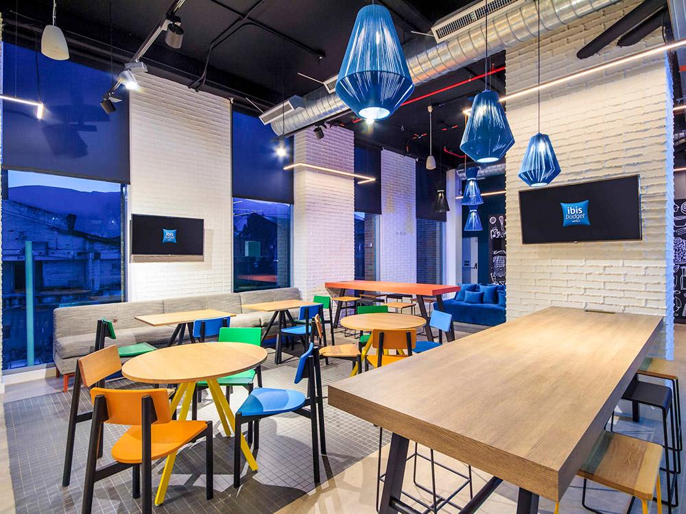 lamparas-hotel-ibis-budget-Itagui-arquitectura-y-cocreto-proyectos-fokuss