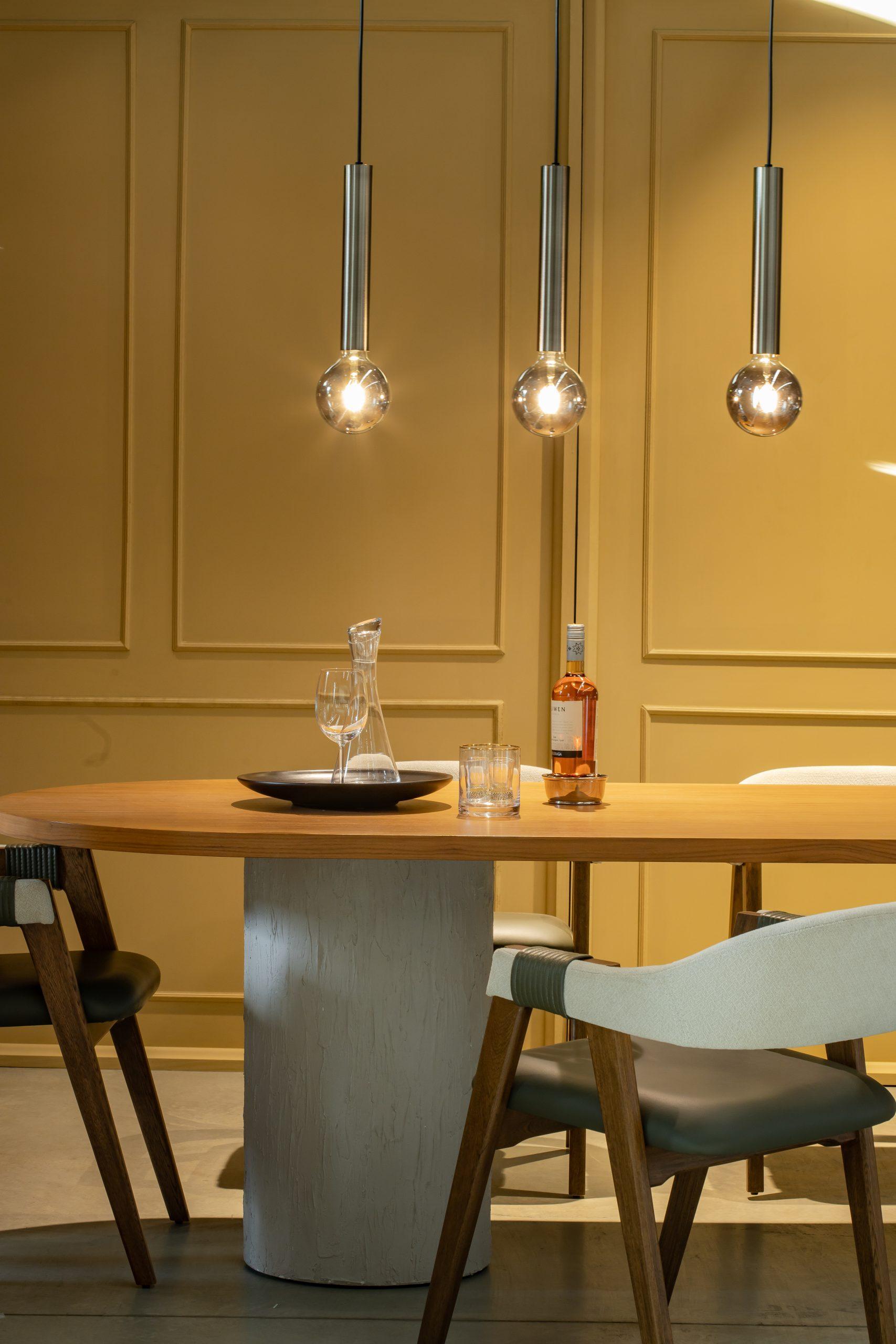 Lámpara colgante tipo riel, ideal para descolgar en barras de cocina, comedores o salas.